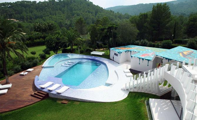 http://mnbnmb.persiangig.com/image/Luxury-Villa-Creative-Outdoor-Swimming-Pool.jpg