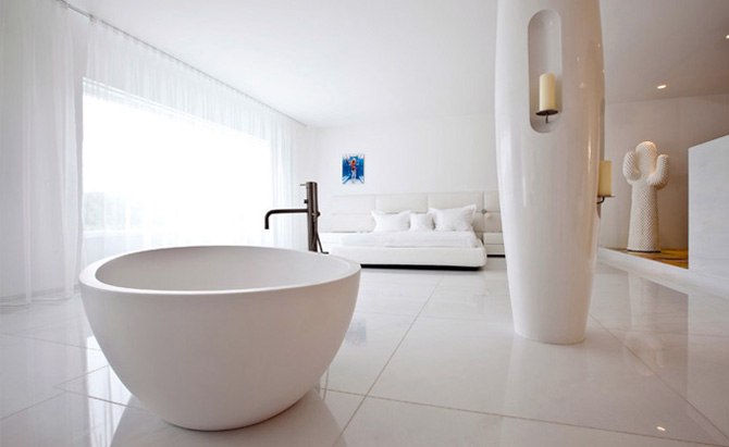 http://mnbnmb.persiangig.com/image/Luxury-Villa-Modern-Rounded-Bathtub-Furniture.jpg